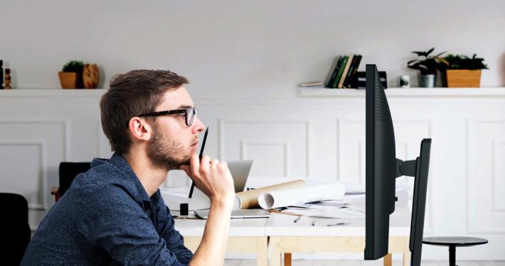 dimensioni monitor da scrivania